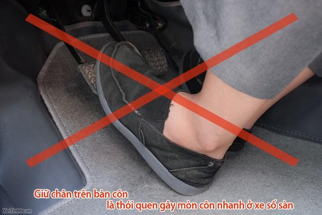 Cách chạy xe số sàn không bị tắt may - Không đạp côn trước khi phanh