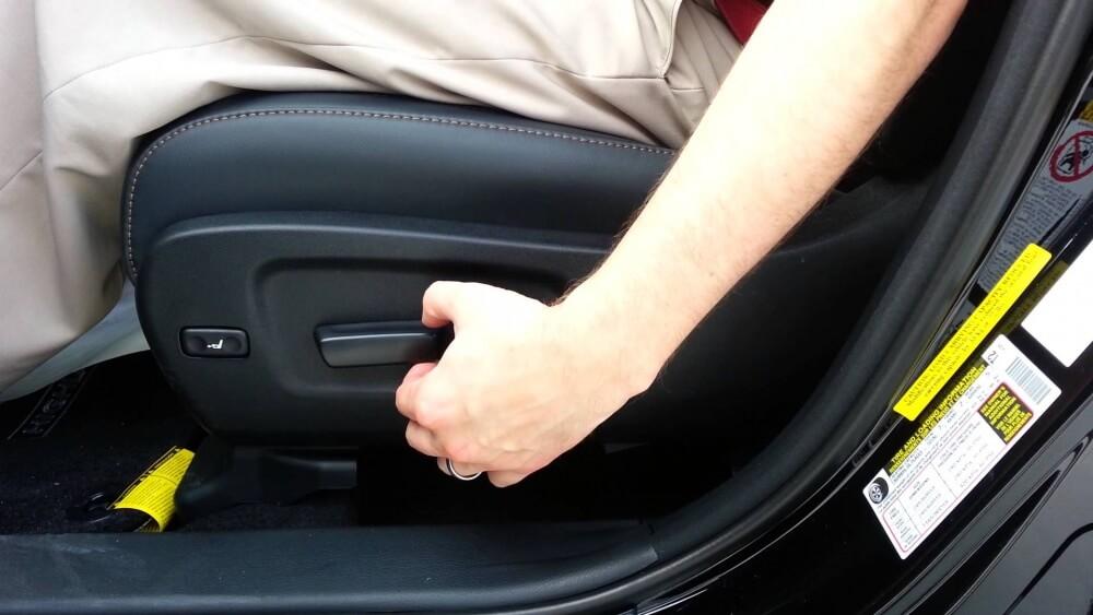 Chỉnh độ cao ghế lái giúp lái xe thư giãn, an toàn trong suốt hành trình