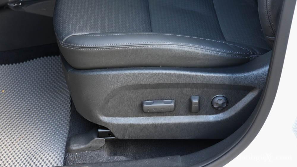 Điều chỉnh độ cao ghế lái thế nào cho đúng