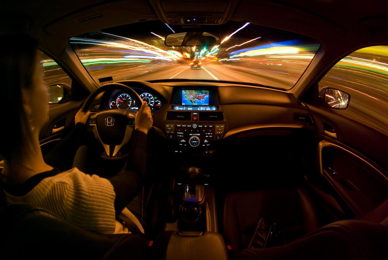 Hướng dẫn kính nghiệm lái xe ô tô vào buổi tối an toàn nhất