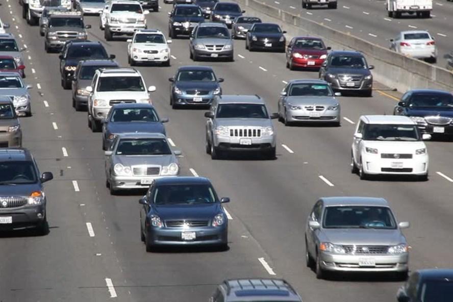 Chạy đều ga, đúng làn đường quy định là kinh nghiệm lái xe khi tắc đường cần nhớ