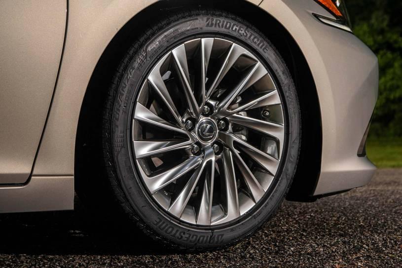 Lazzang Lexus ES 350 2019