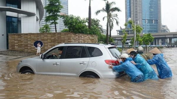 Hướng dẫn xử lý nhanh nước vào ống xả ô tô khi đi qua đường ngập