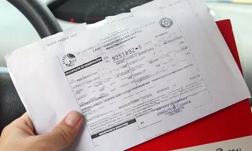 Kiểm tra giấy tờ bảo dưỡng và lịch sử chăm sóc xe