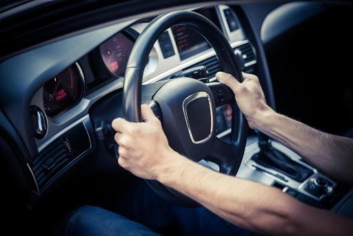 Hướng dẫn tập giữ tay lái thẳng để luôn luôn lái xe an toàn