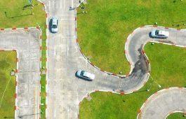Cách lái xe qua đường vòng quanh co đạt điểm thi cao nhất
