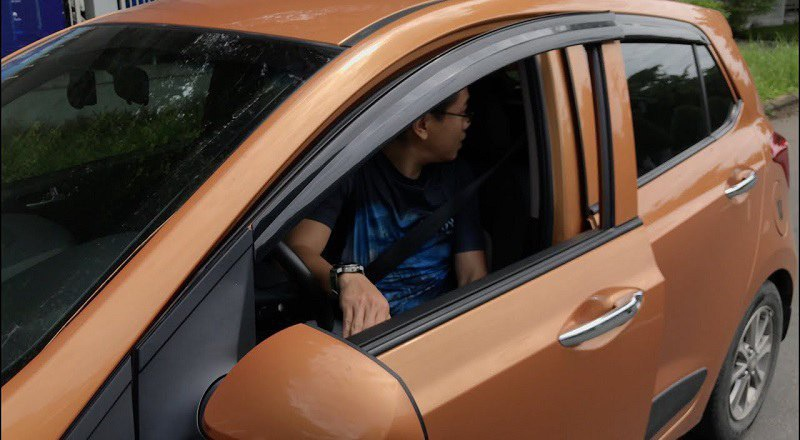 Trước khi cho xe di chuyển cần quan sát xung quanh để đảm bảo an toàn