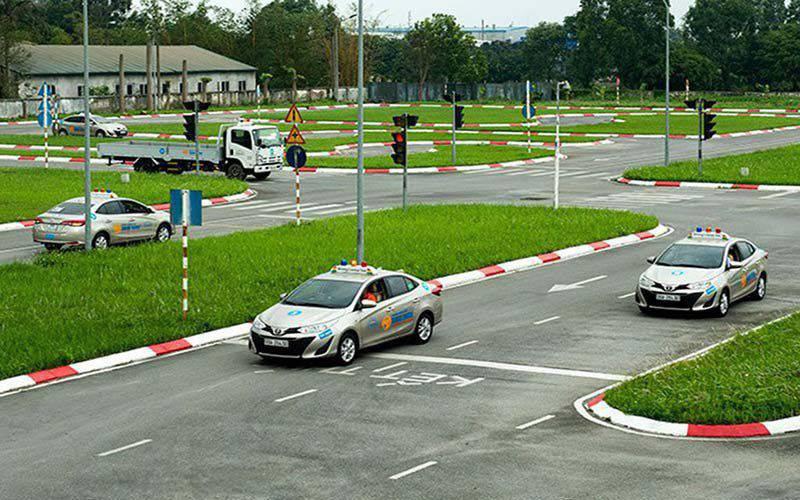 Phần thi qua ngã tư có tín hiệu đèn điều khiển giao thông