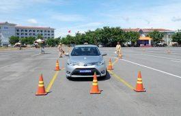 Lái xe hình chữ chi theo cách nào đúng chuẩn nhất?