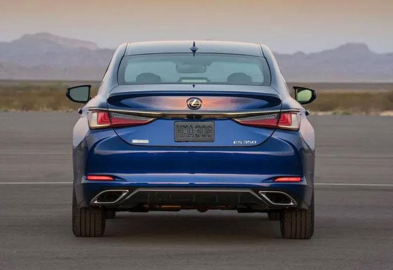 Hình ảnh phần đuôi xe Lexus ES 350