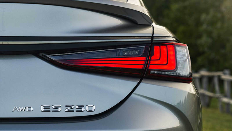 Lexus 2021 thu hút đến từng chi tiết