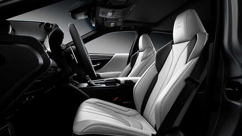 Nội thất của chiếc Lexus ES được đánh giá cao về tính sang trọng, tiện nghi