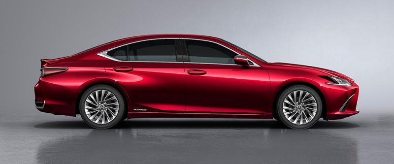 Lexus GS 300 màu đỏ
