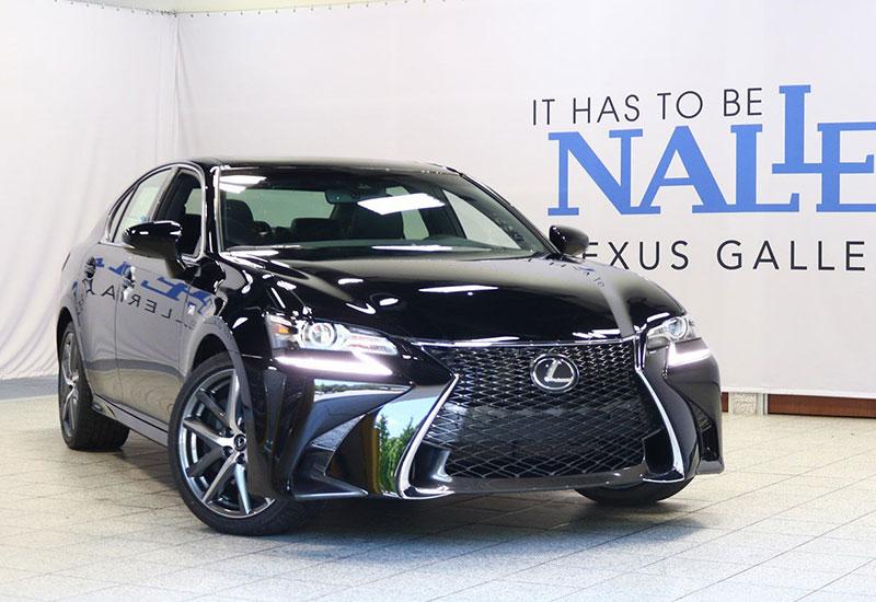 Lưới tản nhiệt hình con suốt đặc trưng của hãng Lexus