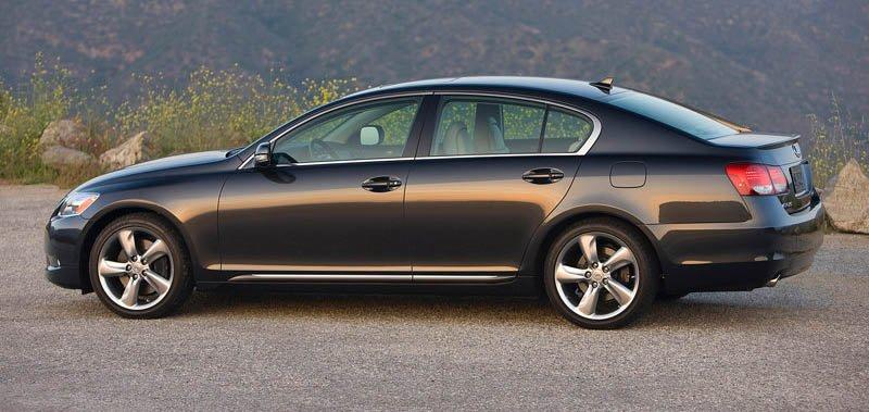 Khi mua xe cũ bạn chú ý kiểm tra thật kỹ để tránh gặp phải rủi ro