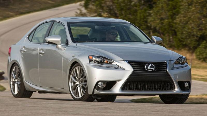 Có thể lựa chọn mua xe Lexus IS250 cũ để tiết kiệm chi phí