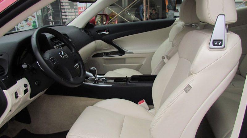 Nội thất xe được trang bị các tính năng thân thiện với người dùng