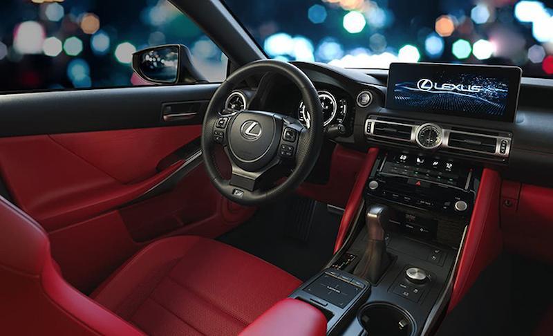 Thiết kế ở khoang điều khiển xe IS300