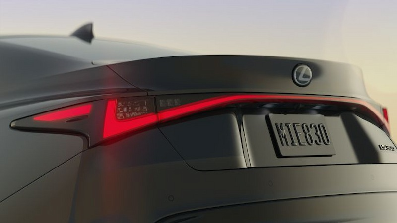 Đèn LED kéo dài khắp đuôi xe tạo điểm nhấn ấn tượng