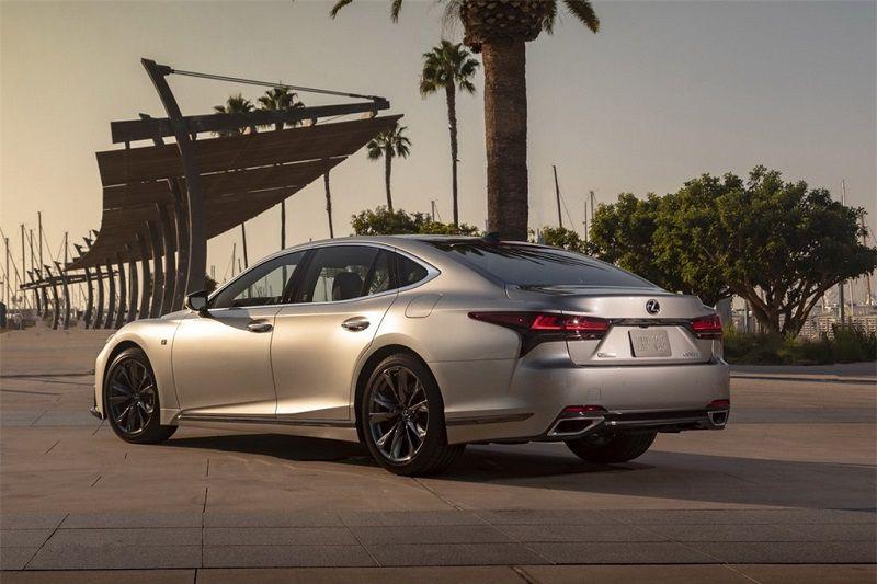 Lexus LS là sự lựa chọn hoàn hảo cho những người thích phong cách hiện đại, sang trọng