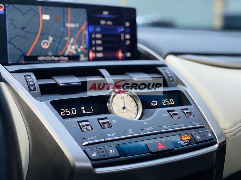 Màn hình điều khiển của xe tích hợp nhiều chức năng