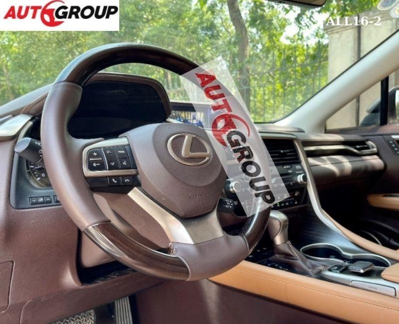 Xe trang bị đầy đủ các hệ thống tiện nghi, an toàn tiêu chuẩn